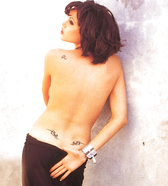 angelina-jolie-tattoo-naked