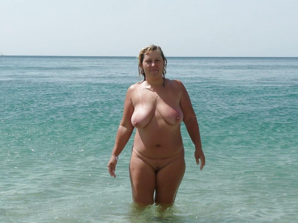 большинстве своем фото голые пожилые женщины на пляже своим