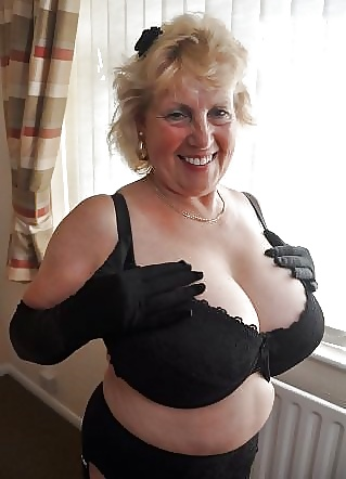 Share your big tits in bra mature rather