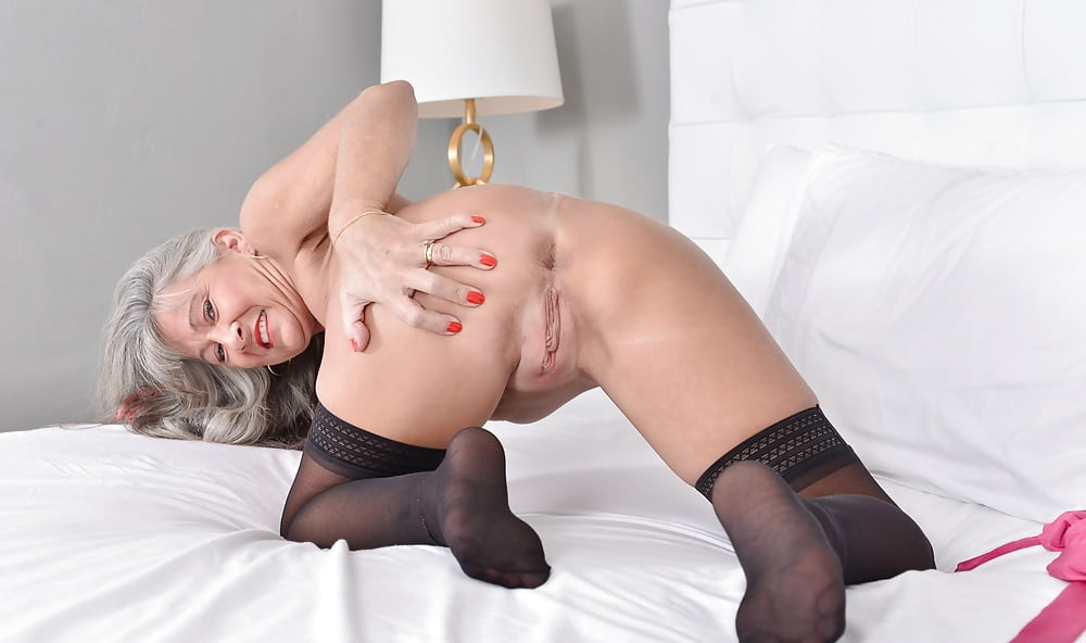 Curly Haired Blonde Babe In Black Stocking Toying Twat Netfapx 1