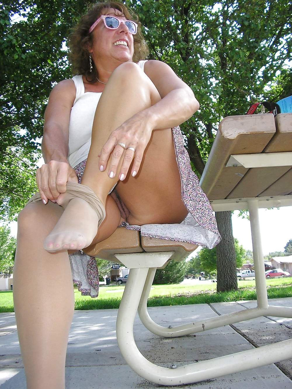 Ameture sexy upskirt woman 10