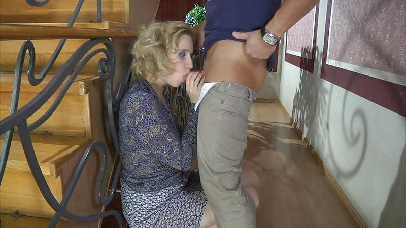 Выебал блондинку в подъезде, смотреть онлайн секс с сексуальной негритянкой