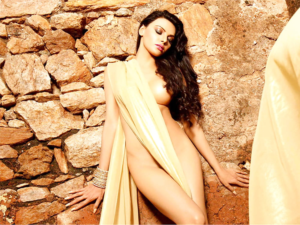 nude-photos-of-sherlyn-chopra-and-sophie-choudry