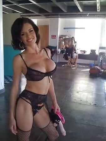 Veronica Avluv Twitter