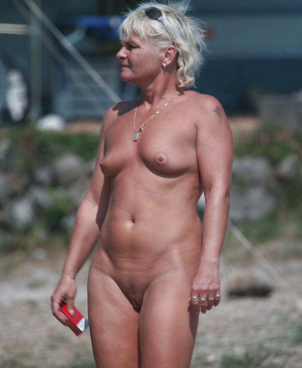 Mature women pooping shitting compilation pics