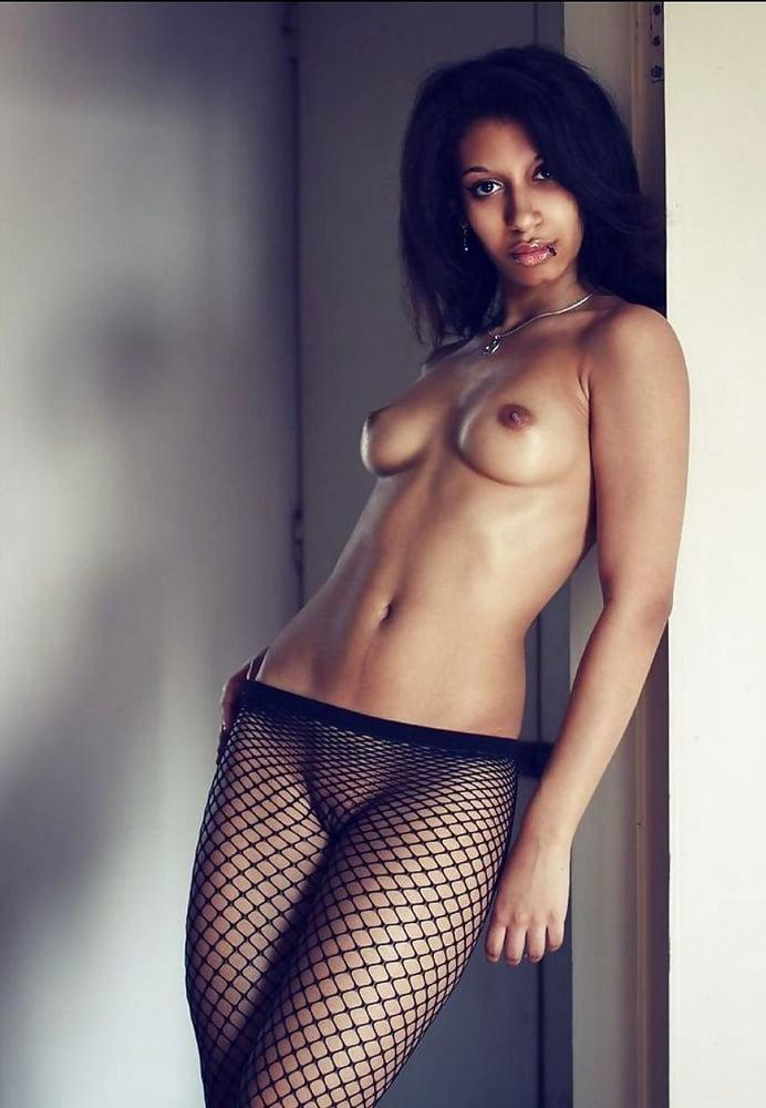 Very Black Nude Ethiopian Girl Legs Open