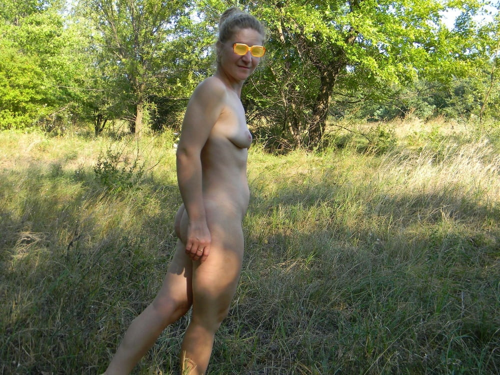 Young Wife Posing Nude Outdoor - 268 Pics  Xhamster-9226