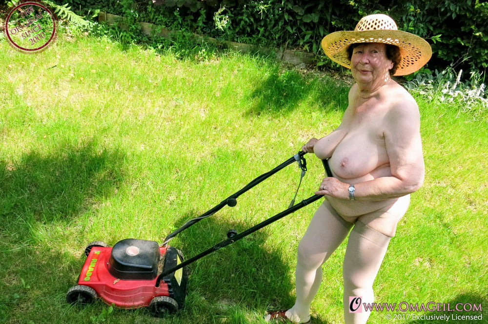 Hot Mowing Lawn Nude Pics
