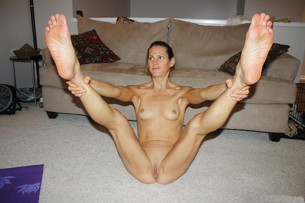 Amatuer legs wide naked — photo 2
