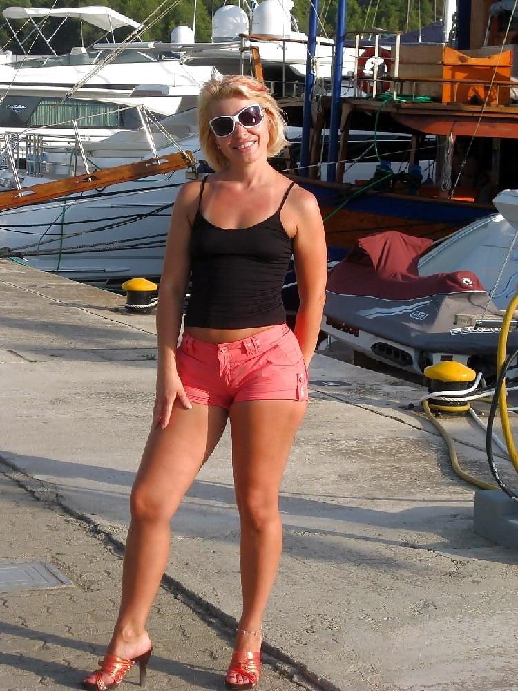 Hot blonde milf - 44 Pics