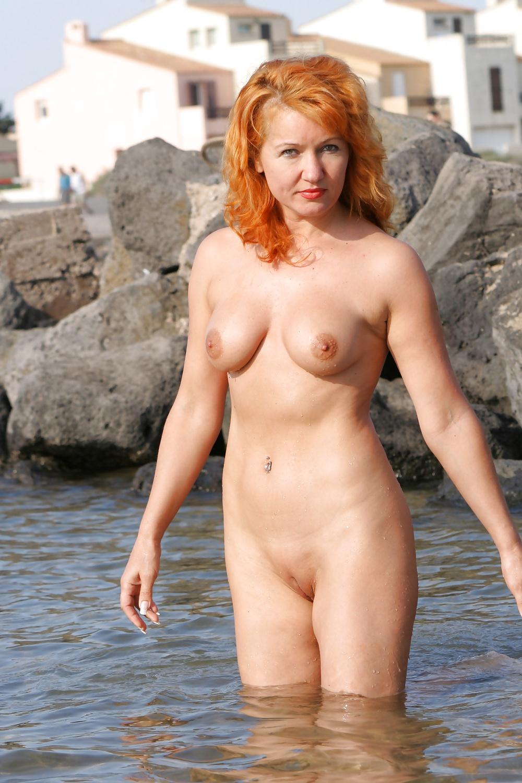 Дерут бабу фото голые зрелые на море российскими