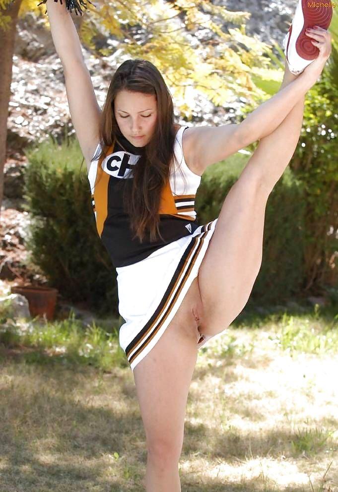 Naughty Cheerleaders - 16 Pics - Xhamstercom