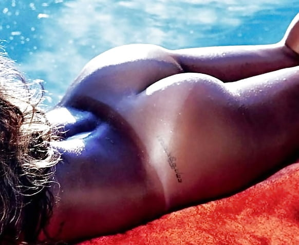 rihanna-s-ass-naked-bouncing