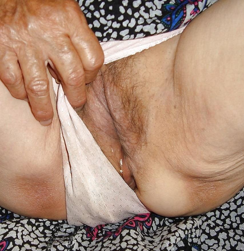 порно фото старушек у трусах - 8