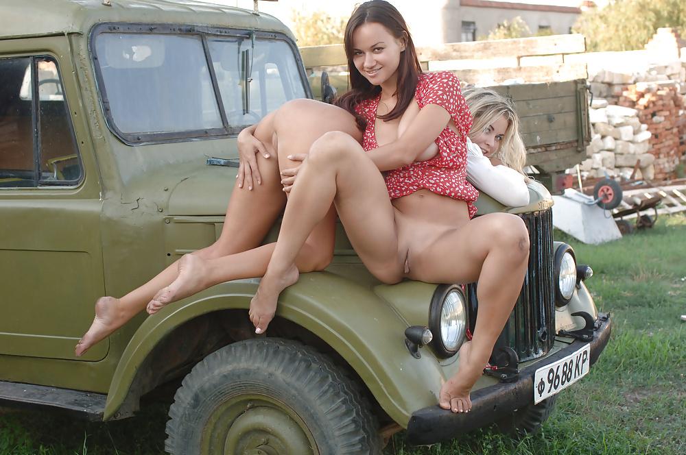 seks-filmi-porno-kolhoznik-foto-devichnikah