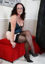 Sexy old bitch- 6 Pics
