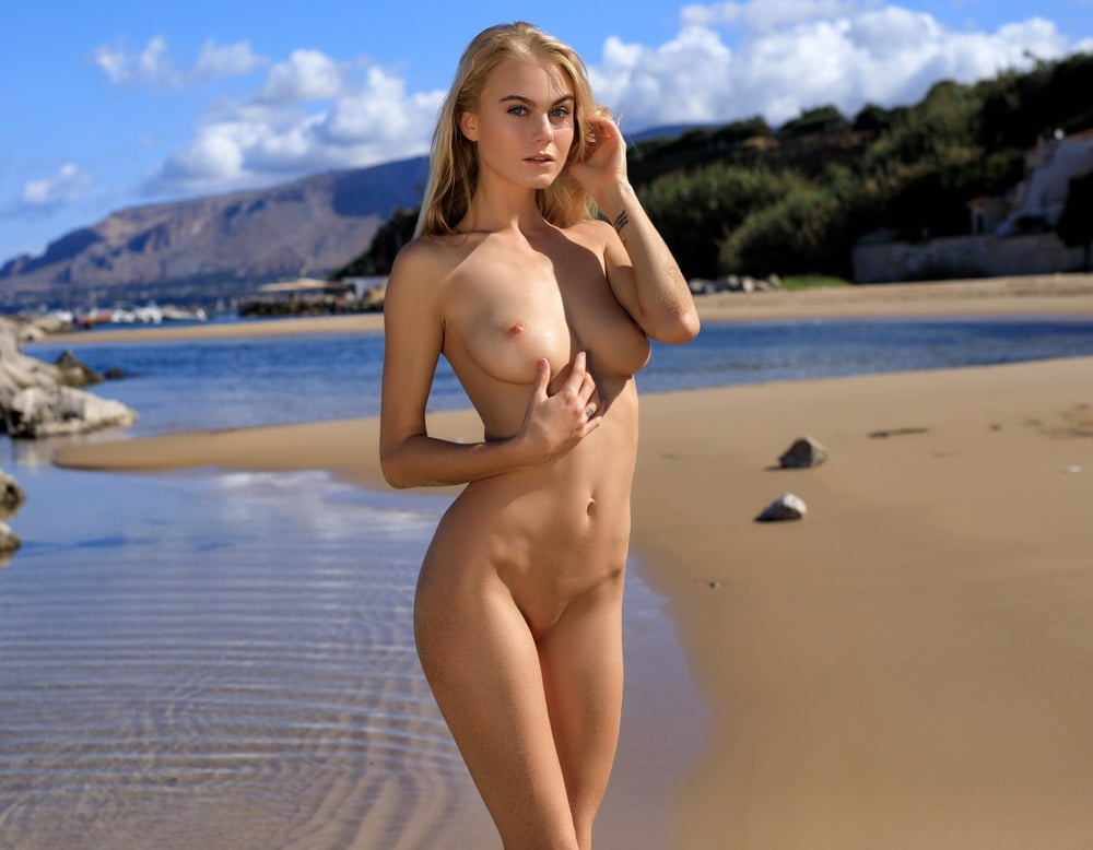 Nancy a nude