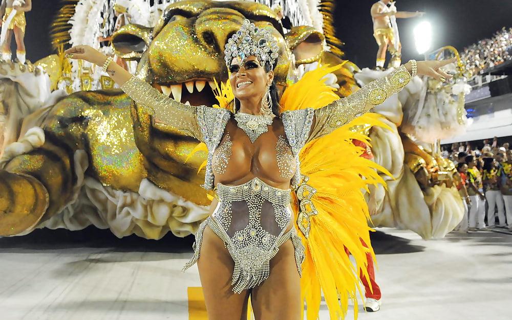 Бразильский карнавал видео скрытая камера порно