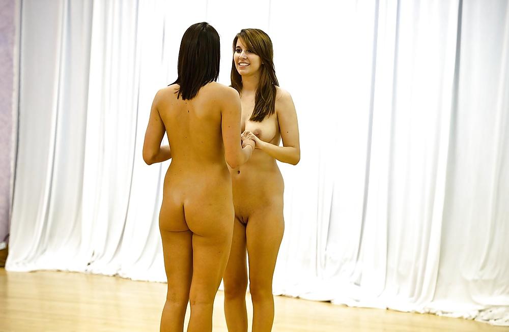 Девчонки голые танцуют, порно кончил в рот мамочки