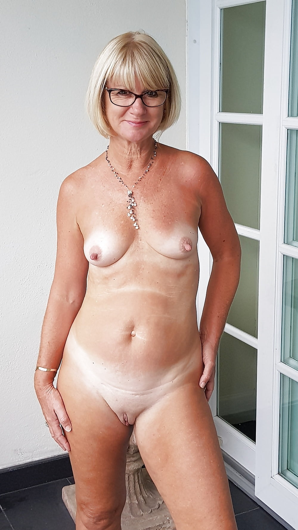 naked-mature-gold-woman-nakedd