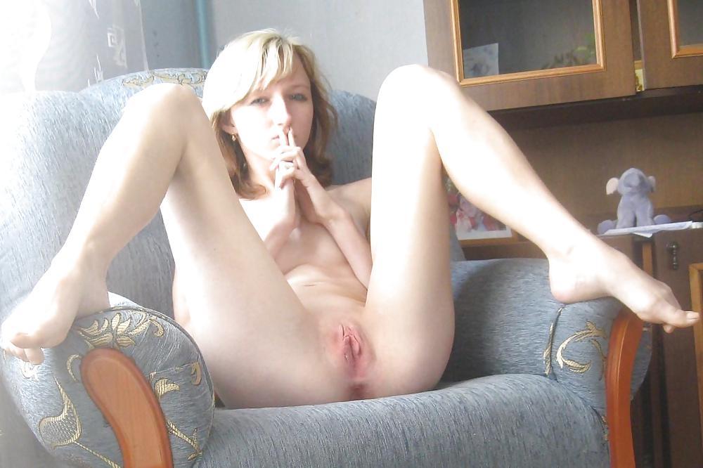prostitutki-molodie-devushki-s-razdvinutimi-nogami-domashnee-foto