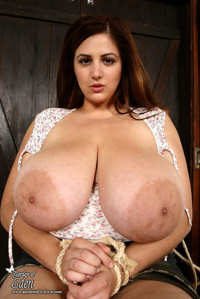 Tits eden mor Mega big