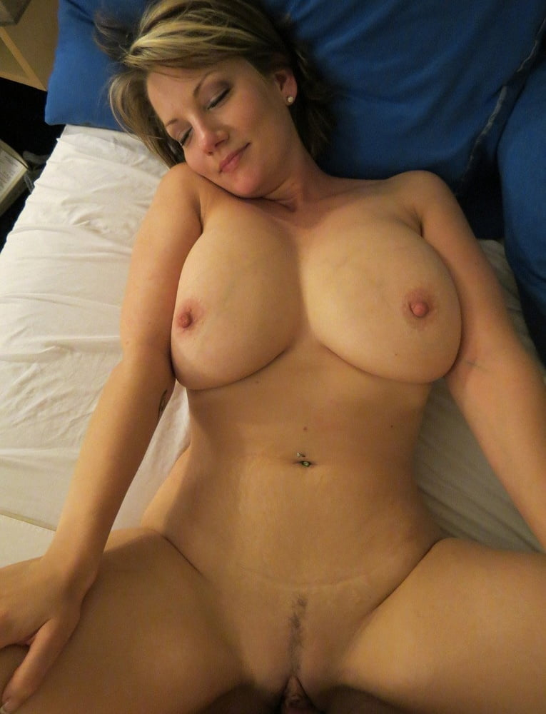 hot-naked-moms-laying-down-with-big-breast