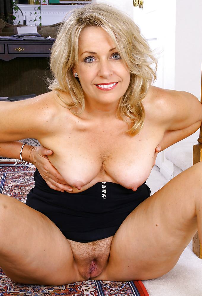 Sexy Thick Milf Sucking And Fucking Middle
