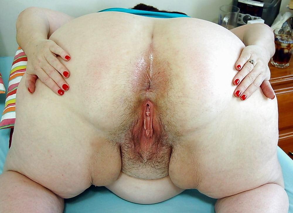 Chubby girls spread wide