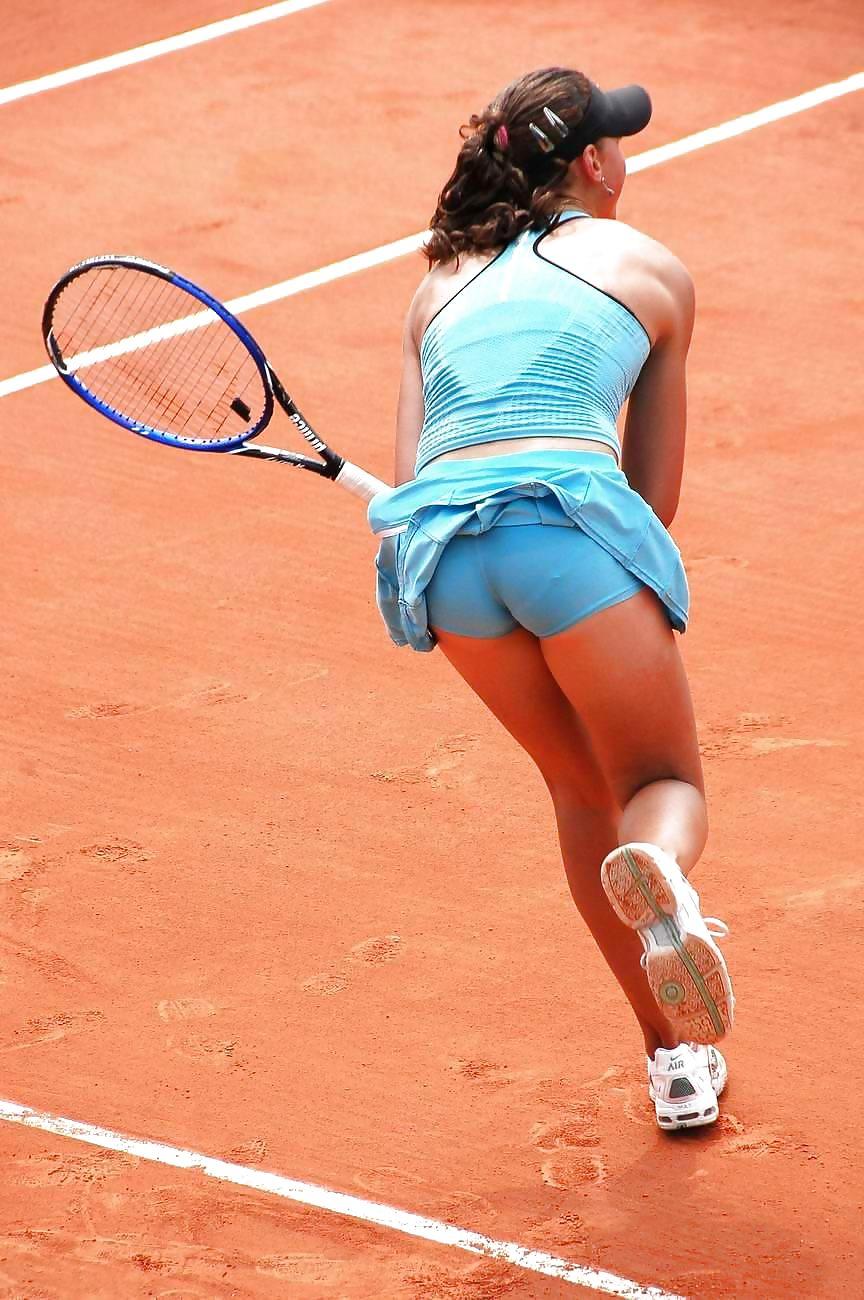 tennis-upskirt-thumbs