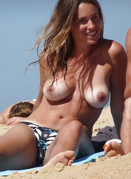 topless-beach-girls-with-tan-lines-boyd-naked-selfpic