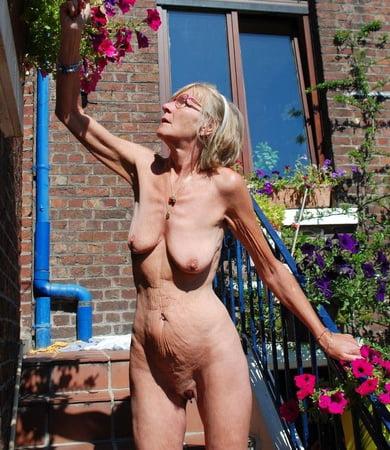Outdoor oma nackt Outdoor Oma: