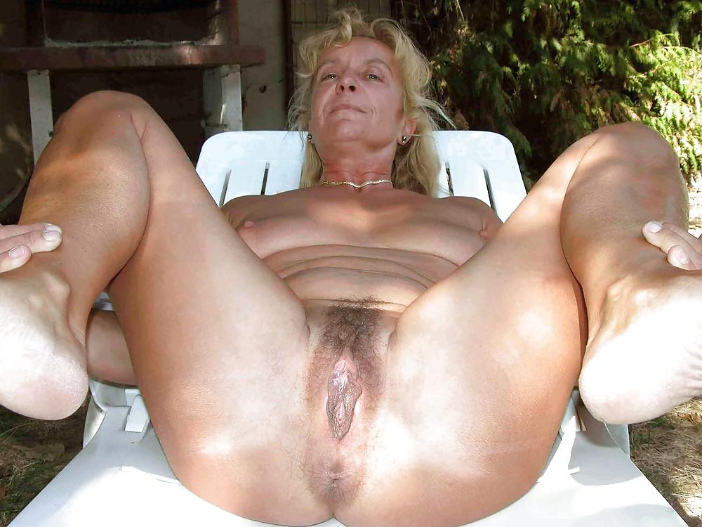 Hot Skinny Amateur Grannies Posing Naked