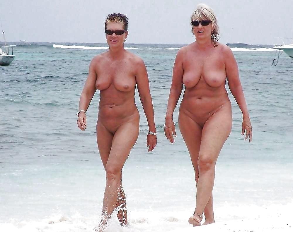 Смотреть фото нудистов на пляже бесплатно, Фото нудистов на пляже, семейный нудизм и фото 28 фотография