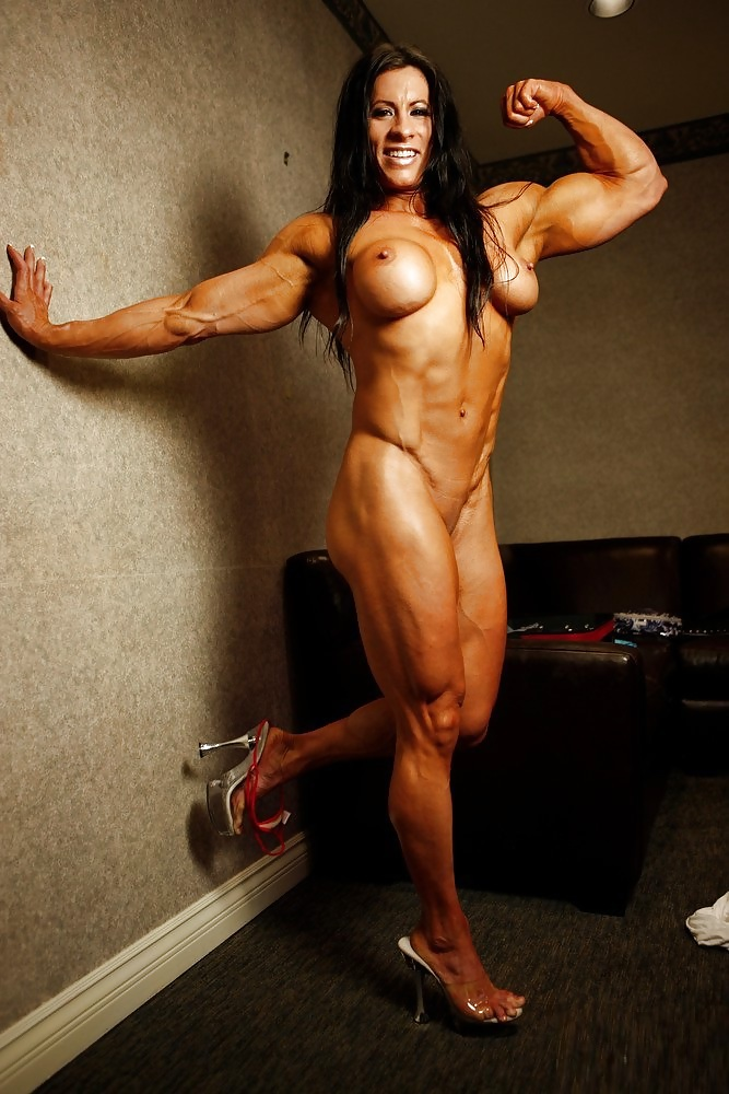 Free porn naked muscle babe pics