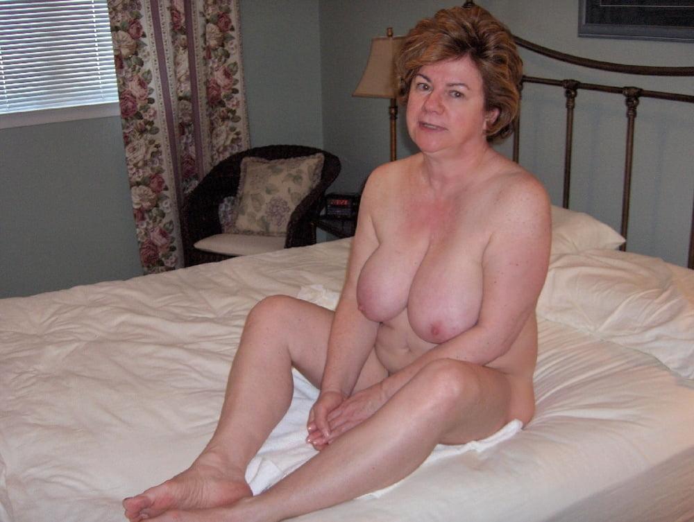 Geile Blonde Oma Auf Der Couch Gefickt