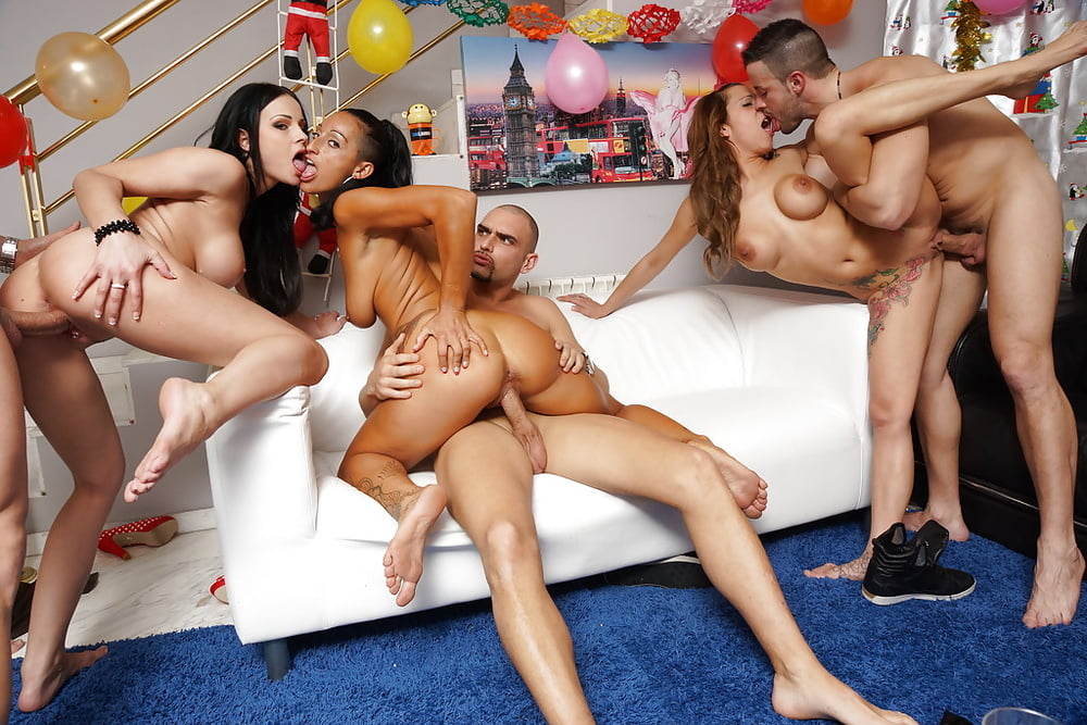 twins-house-party-fucking