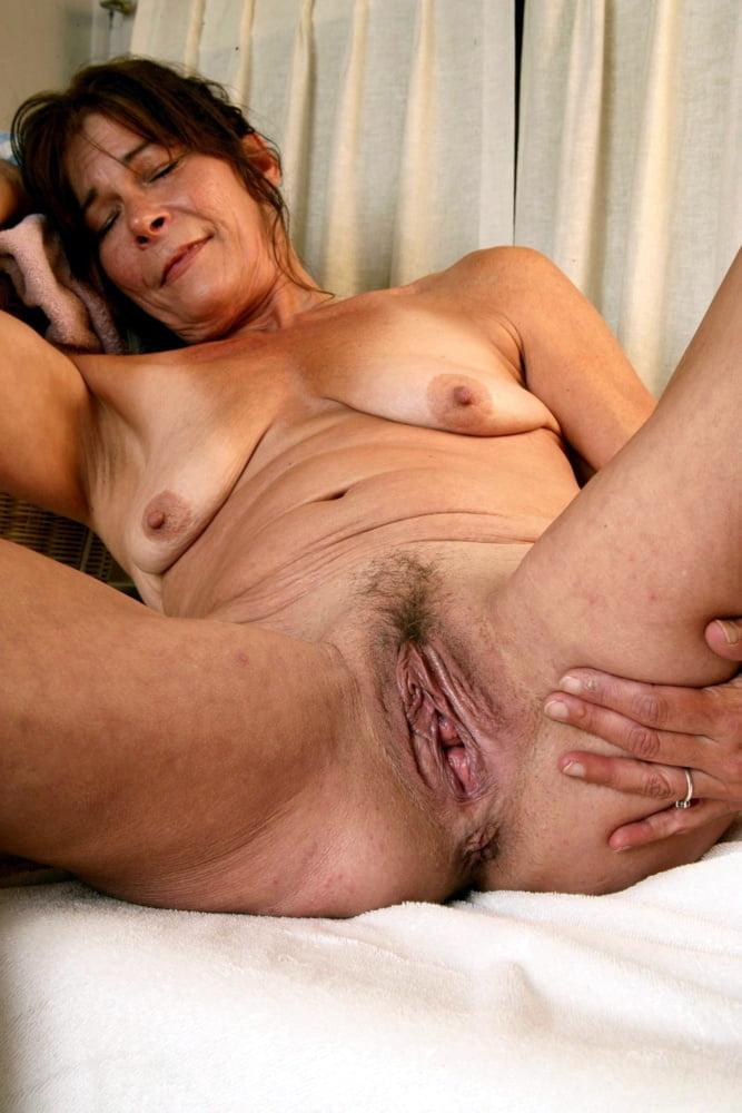 Brunette Lesbian Milf Babes In Cunt Grinding