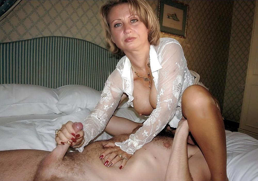 porno-foto-chastnoe-zhenshin-v-vozraste-gryaznie-trusi-devok-na-plyazhe