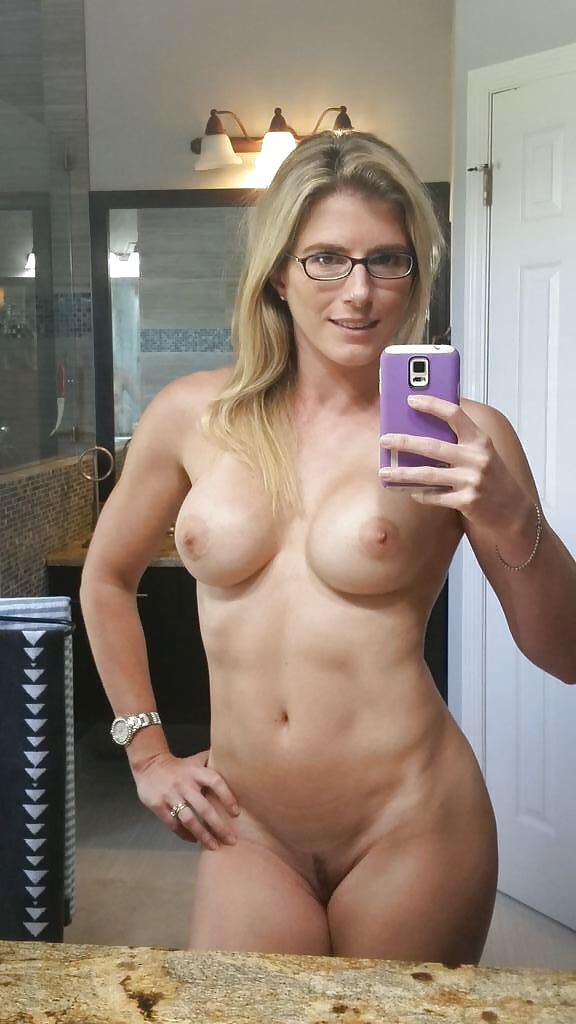 Amateur milf naked in the mirror