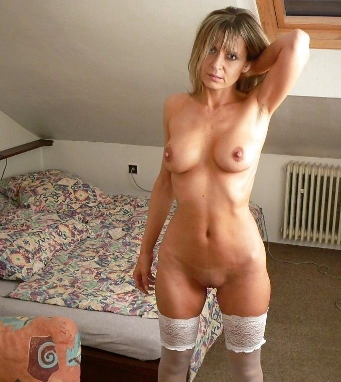 Naked lonely milf — img 11