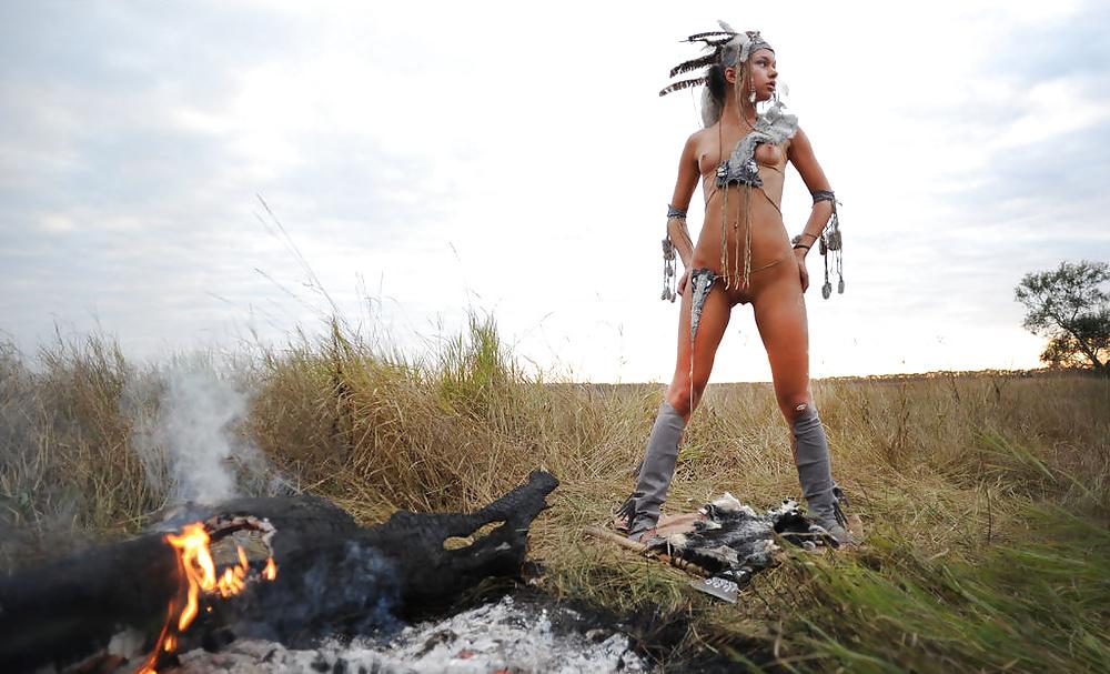 порно видео девушек в костюмах индейцев студентку