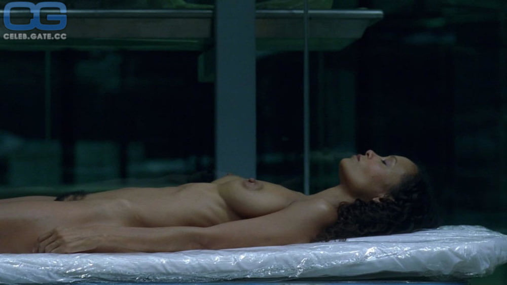Thandie Newton - 15 Pics