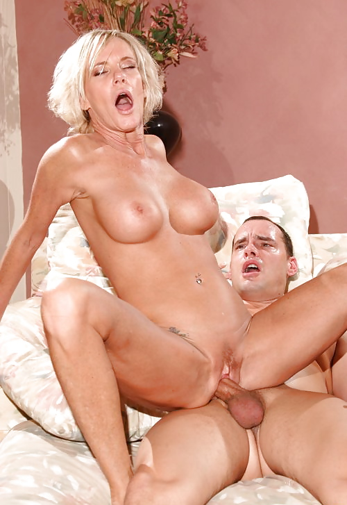 Зрелая блондиночка отрывается по полной порно видео секс, секс соблазнил горничную