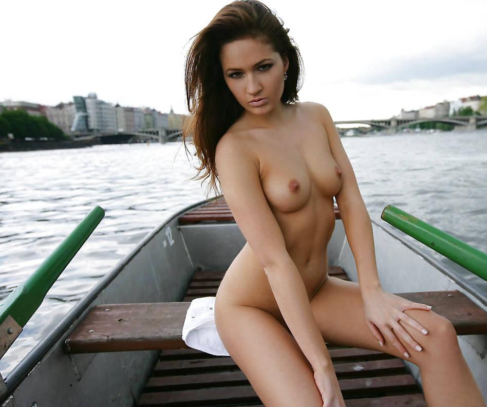 красивые голые девушки из саратова видео