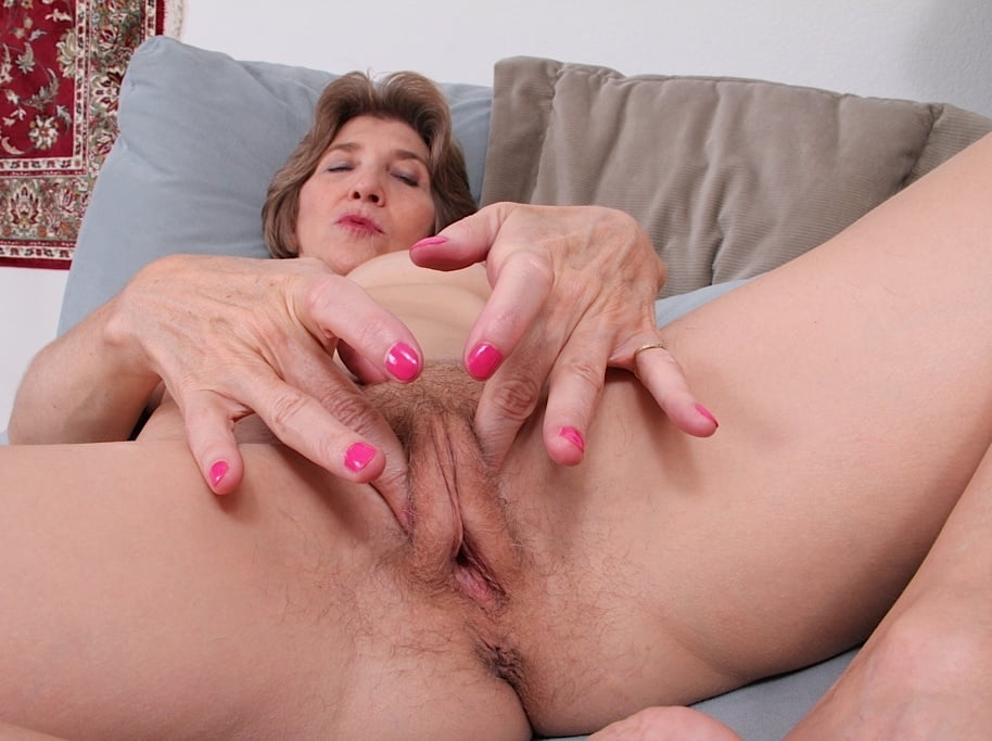 Gorgeous mature women masturbating
