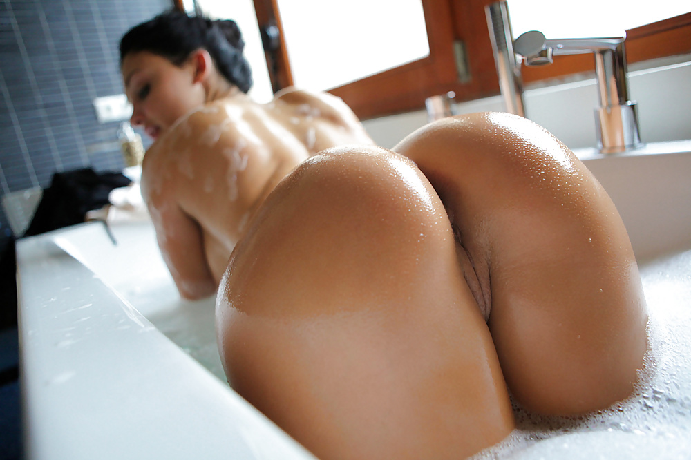 Картинки голых женщин большие сиськи и попа, смотреть порно женщин в соку лесбиянок