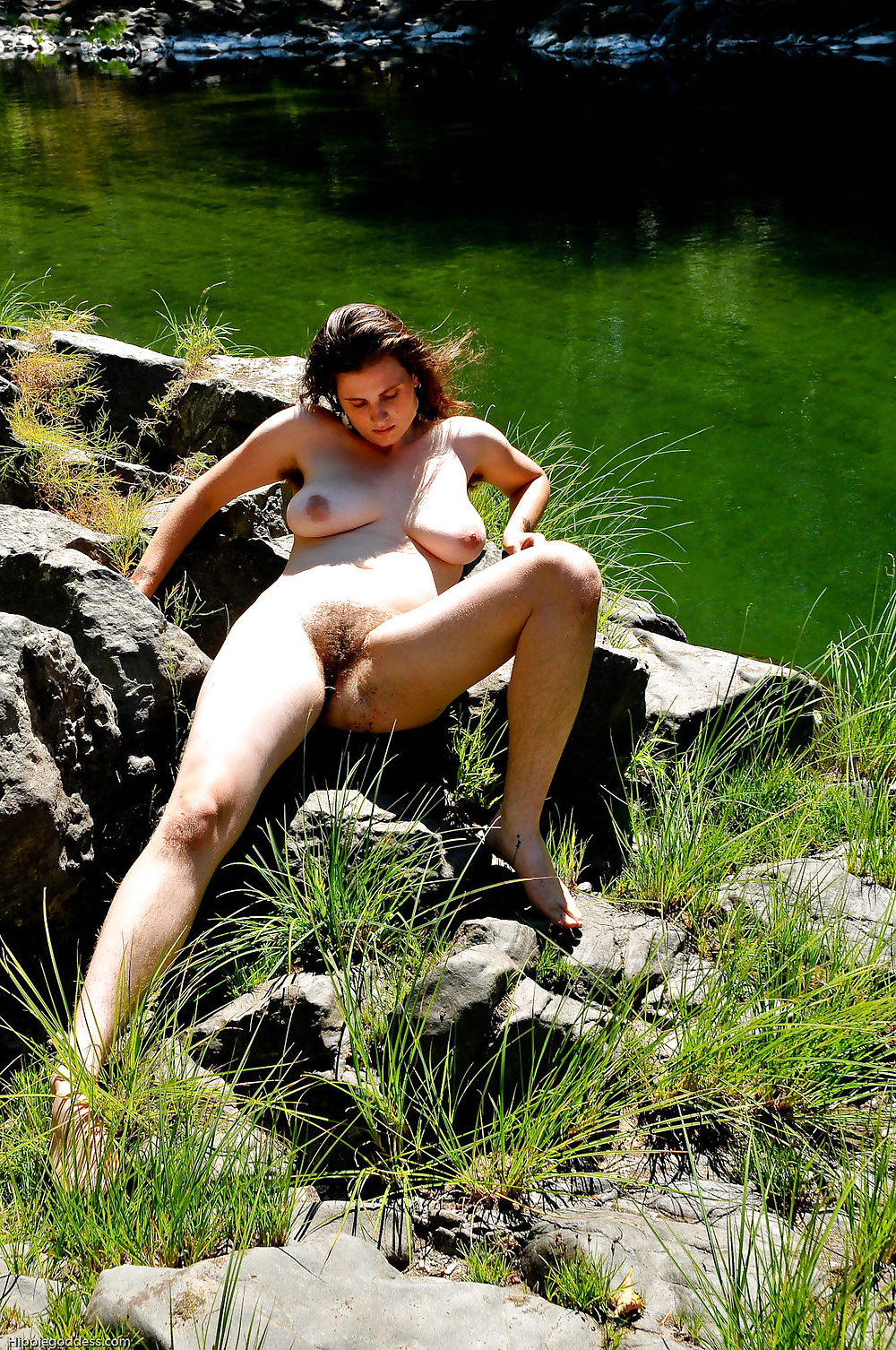volosatie-devki-na-prirode-porno