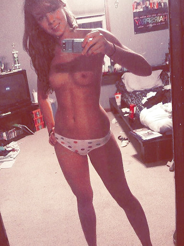 fit-naked-teens-self-pic