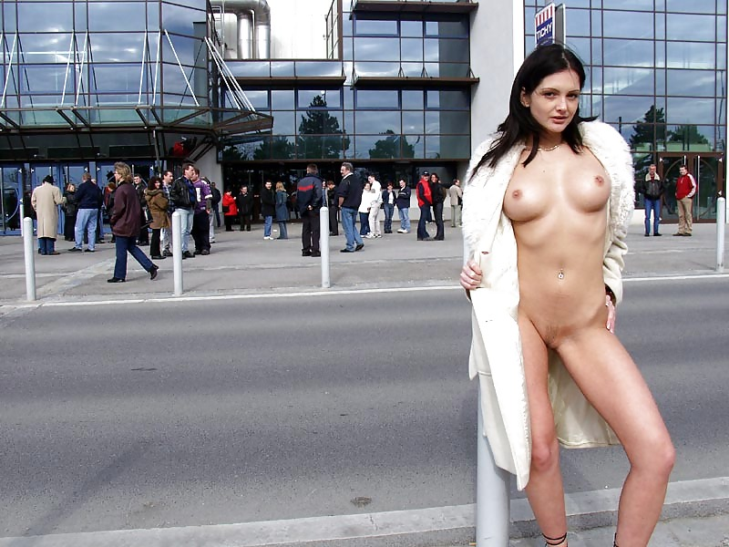 hot-girls-naked-in-public-animated